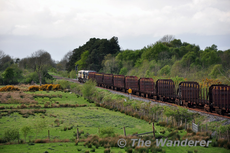 This will learn me. After going to two bridges, I decided to go to Geashill only to see 080 flying past with 085 dead in tow. 085 was dumped in Athlone and 080 brought the timber onto Ballina. Wed 07.05.14