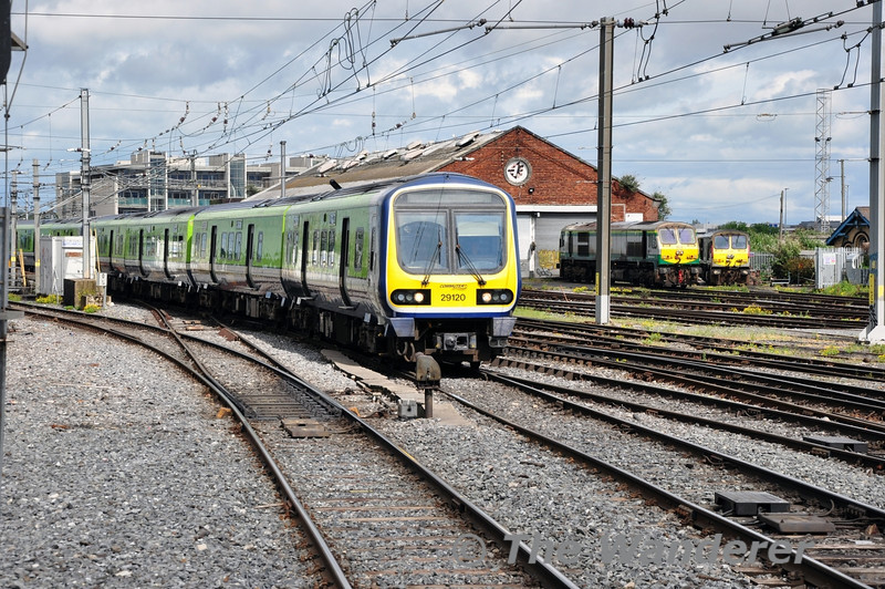 29020 + 29027 arrive into Connolly with the 1420 Maynooth - Pearse Giro d'Italia Special. Sun 11.05.14