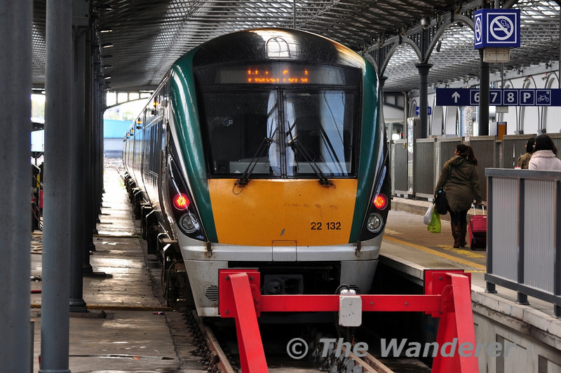 22032 at Heuston waiting departure time with the 1740 to Waterford. Sun 11.05.14
