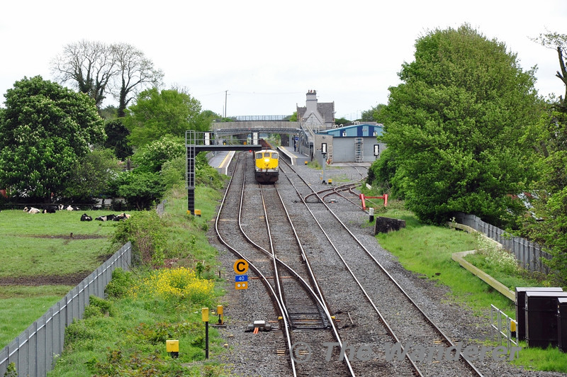 080 1105 Ballina - Waterford timber waits for departure from Kildare. Sat 10.05.14