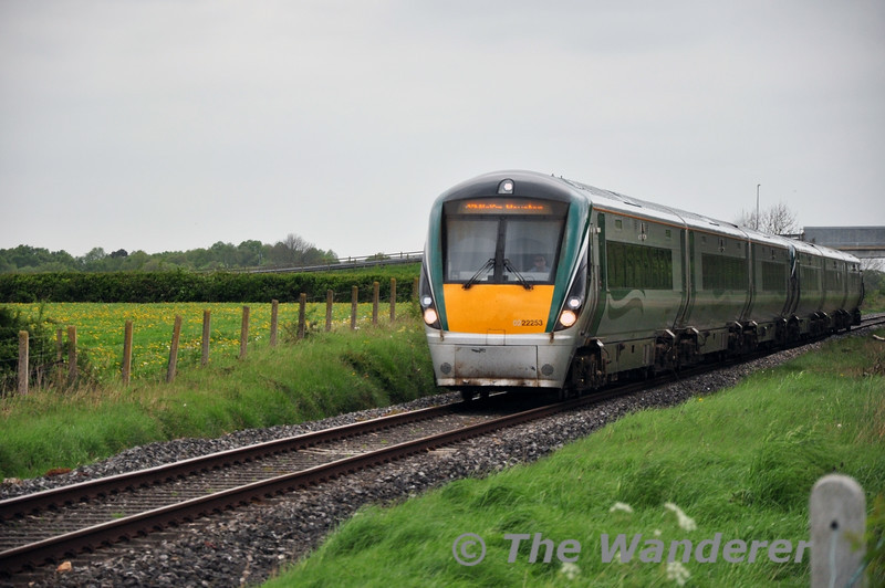 22053 + 22057 pass Shanderry No. 1 Level Crossing (XA08) with 1305 Galway - Heuston. Mon 05.05.14