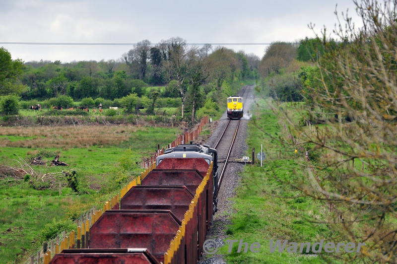085 working the 1130 Waterford - Ballina Timber failed at Clonygowan between Portarlington & Geashill on Wednesday 7th May 2014. 080 was at Geashill with the 1140 Ballina - North Wall IWT Liner and this was sent to assist the failed timber train. 080 has just detonated one of three detonators as it approaches the timber train at caution. Wed 07.05.14
