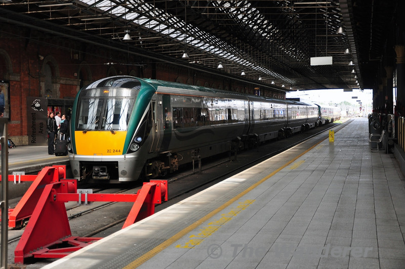 22044 stabled at Connolly before forming the 1600 to Sligo. Sun 11.05.14
