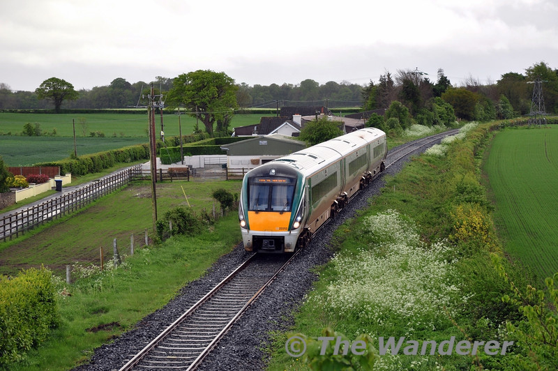 On Friday and Saturday's the 1315 Heuston - Waterford is increased from 3 to 6 carriages due to heavy loadings. The regular 3ICR that operates the 1315 ex Heuston then forms the 1625 Waterford - Limerick Jct. The additional 3ICR is required back in Heuston for an evening service and it returns at 1535 from Waterford to Heuston. 22052 is pictured at Aghanure between Carlow & Athy. Sat 10.05.14