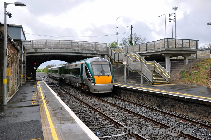 In 2013 Newbridge Station was upgraded. Along with a new ticket office and a barrier line, the station also got a new footbridge at the Cork end of the station. 22061 passes under the new footbridge with the 1220 Portlaoise - Heuston. Sat 10.05.14