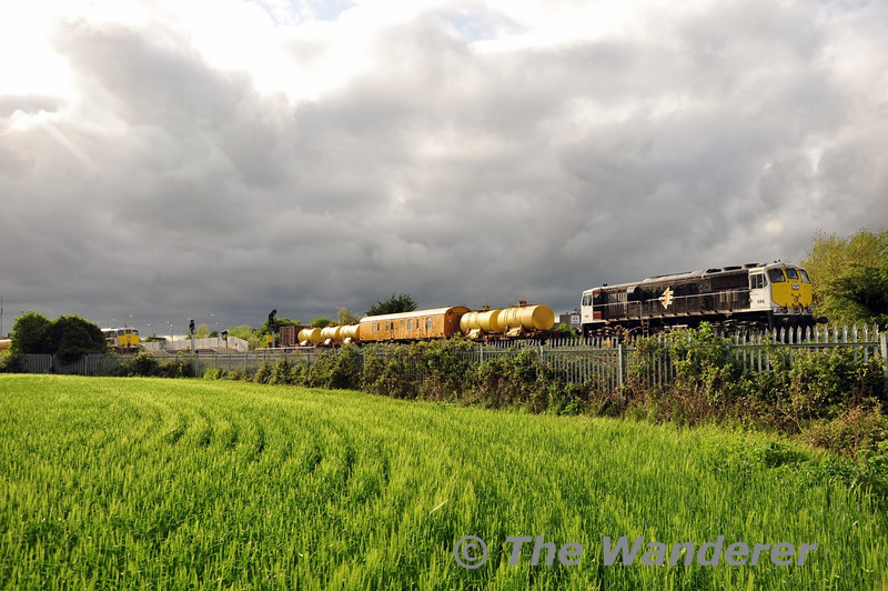 086 stabled at Portarlington with the Weedspray Train. It had earlier worked from Waterford and would stable overnight before going to Claremorris on Thursday. Wed 07.05.14