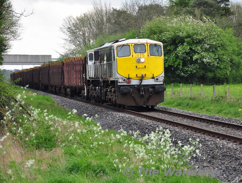 075 works hard as it powers out of Portarlington with the 1130 Waterford - Ballina Ety. Timber. The train is pictured at Shanderry No. 1 Level Crossing (XA08). Mon 05.05.14