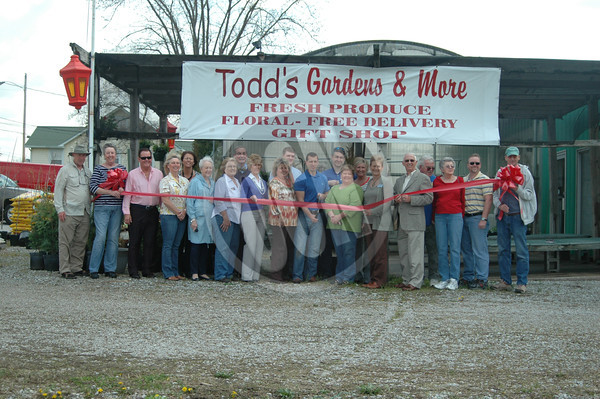 04-03-2014_Todds Gardens and More Ribbon Cutting
