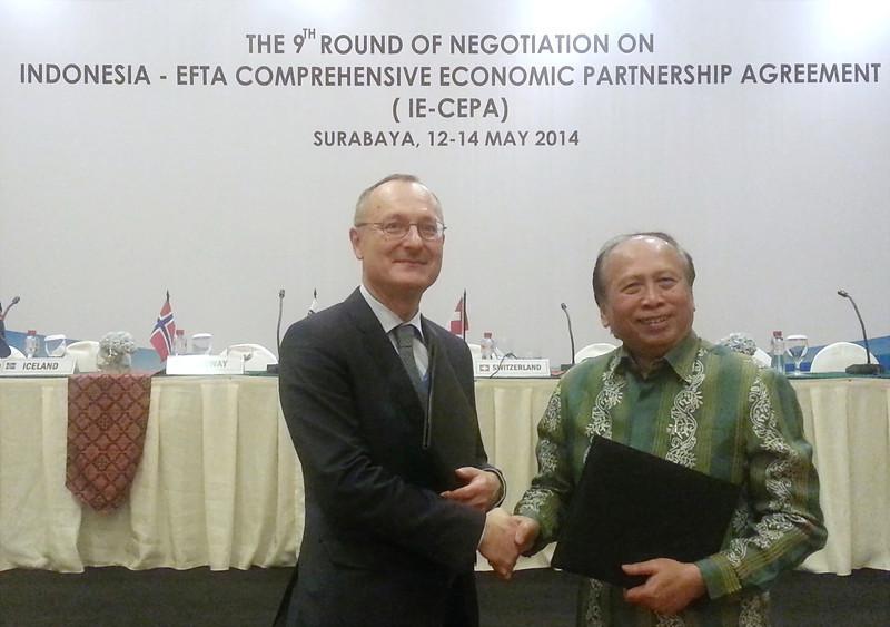 Ambassador Didier Chambovey, Switzerland, and Ambassador Soemadi D. M. Brotodiningrat, Indonesia