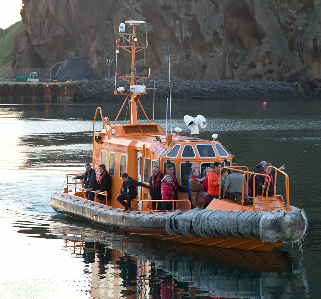EFTA ministers returning to the harbour following an excursion around the Westman Islands