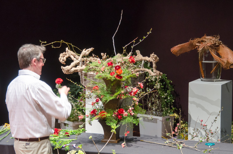 03-18-14 De Young Museum, Bouquets to Art 2014:  Shane Connelly demo