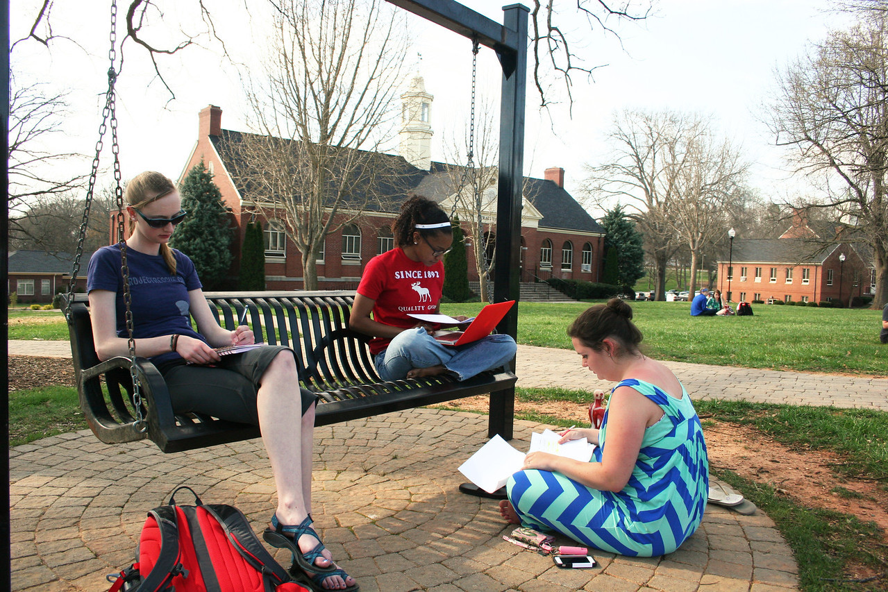 Gardner-Webb University students go outside to study in the warm Spring afternoon.