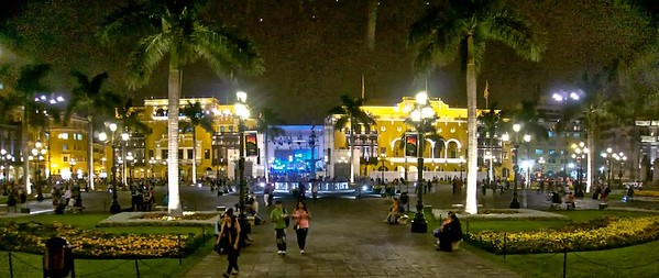 The streets of Lima at night
