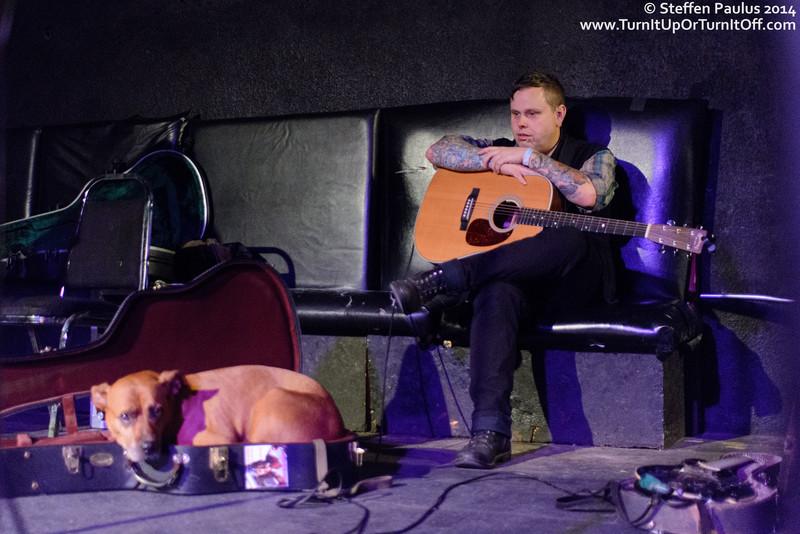 Austin Lucas with Sally listening to Jon Snodgrass @ The Cave, Toronto, ON, 2-October 2014