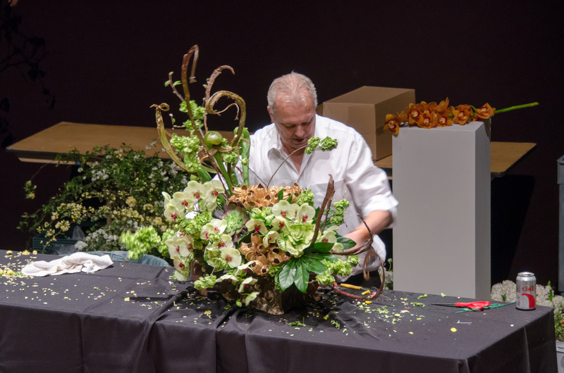 03-18-14 De Young Museum, Bouquets to Art 2014: Ron Morgan demo