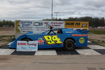 Heat race winner #94 Bill Bray