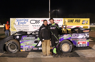 Feature winner #M14 Brandon Thirlby with Mario Crook