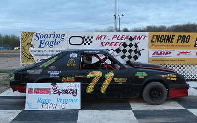Heat race winner #71 Scott Boyd