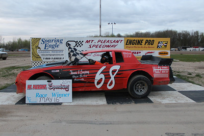 Heat race winner #68 Ron Harper