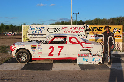 Heat race winner #27 Calvin Jacques