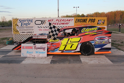 Heat race winner #15 Rich Robinson Jr.
