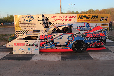 Heat race winner #4B Brian Brindley