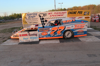 Heat race winner #77 Joe Rokos