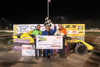 Feature winner #1 Andy Sprague (middle). 2nd place #15 Rich Robinson Jr. (right) and 3rd place #19 Chad Bauer.