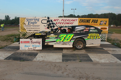 Heat race winner #39 Chad Spencer