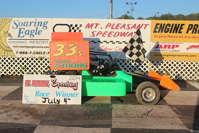 Heat race winner #33 Kent Strong