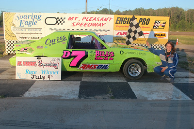 Heat race winner #D7 Tasha Decker