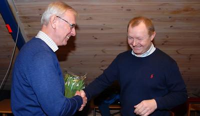 Takk og blomster til Knut som gikk ut av styret