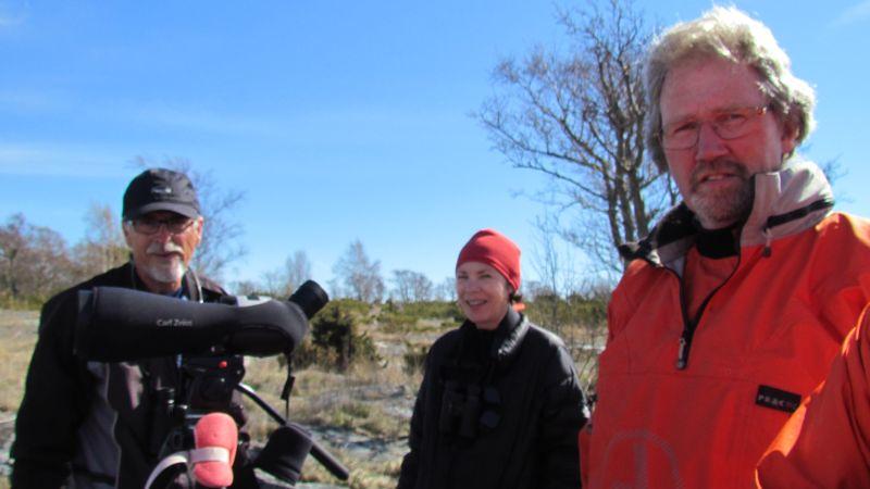 Palle, Eva och Ulf med tubkikare