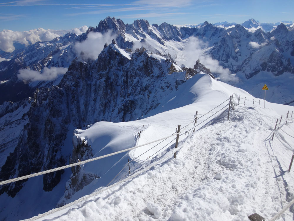 Before you go anywhere from Auiguille du Midi (the trailhead, at 3,800 m) you have to take this infamously beautifully terrifying NE ridge...