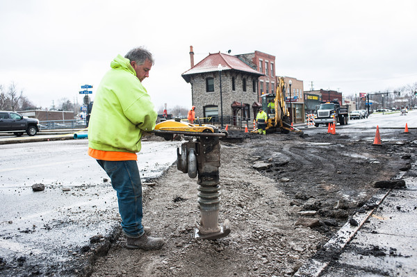 140415 Waterline JOED VIERA/STAFF PHOTOGRAPHER-Lockport, NY-Crews work on a water line break in front of One Locks Plaza April 15, 2014.