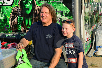 Scott Bloomquist poses with fan