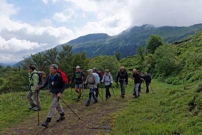 Lundi 30-06 - Puy de Peyre Arse  - Départ du Col de Serre - Peyre Arse au fond