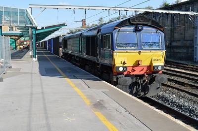 66429 1738/4s44 Daventry-Coatbridge arrives at Carlisle.