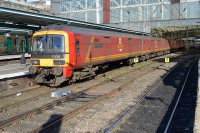 325008 arrives at 1846 on a Sheildmuir-Warrington service.