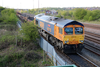 66710 1752/6L15 Toton-Whitemoor passes Long Eaton Footbridge.