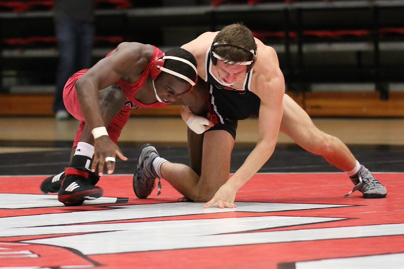 Wrestling defeats VMI 31-9 in season home opener Wednesday night. Ryan Hull falls to Emmitt Kelly (VMI) , 7-3 – 6-3
