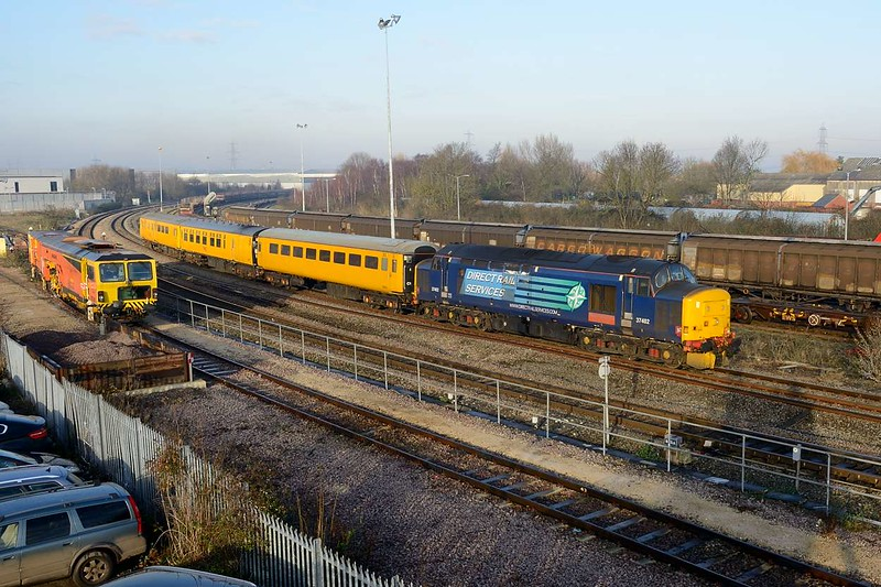 30 December 2014 :: 37402 is seen approaching Didcot Parkway Station with 3Z01 from Tysley to Hither Green