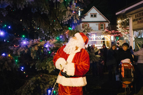 JOED VIERA/STAFF PHOTOGRAPHER-Newfane, NY-Santa Claus lights Newfane's Christmas tree. Friday, December 5, 2014.