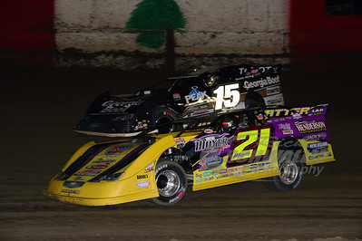 21 Billy Moyer and 15 Steve Francis race for the lead