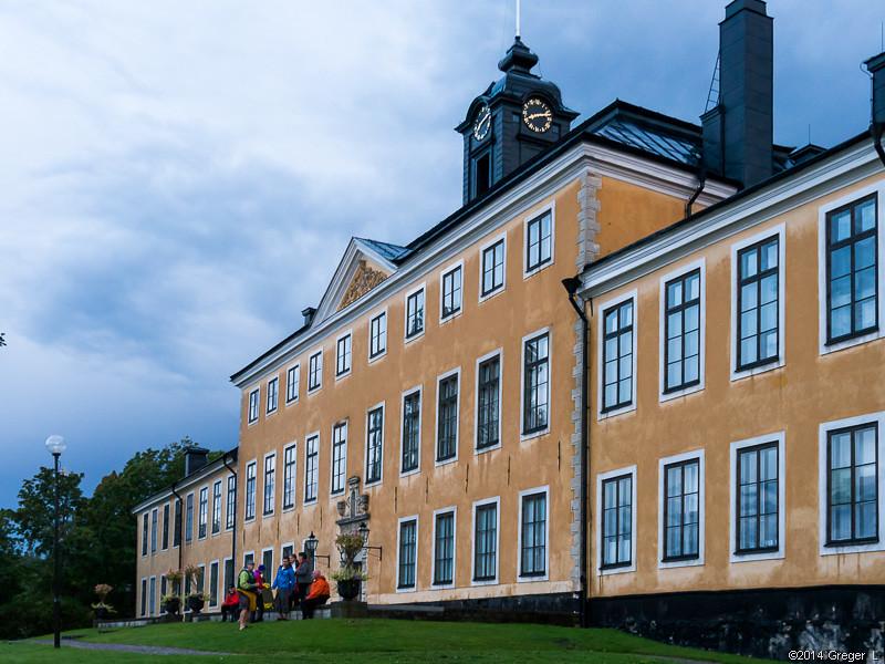Fika framför Ulriksdals slott