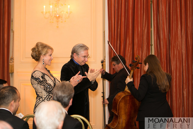 9560 Jillian Manus, Michael Tilson Thomas applaud Cellist Alisa Weilerstein