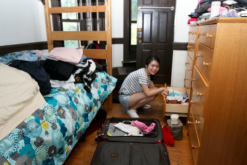 Lavinia Xu '18 from China unpacks her room in Merion.<br /> Photo Credit: Paola Nogueras