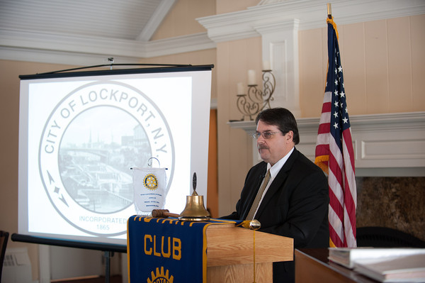 140211 PROTEST  JOED VIERA/STAFF PHOTOGRAPHER-Lockport, NY- Mayor Michael Tucker delivers the state of the city address at the Lockport Country Club on Tuesday February 11th, 2014.
