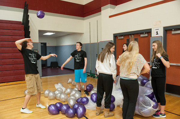 140228 Starpoint lock in JOED VIERA/STAFF PHOTOGRAPHER-Pendleton, NY- Starpoint student volunteers fool around with balloons at Locked In to Lock Out in the Starpoint High School gym on Friday February 28th, 2014.