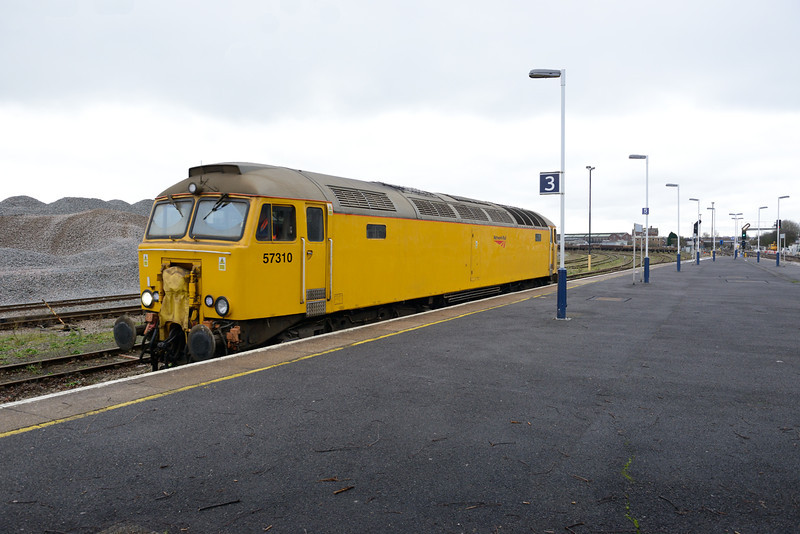 29 January 2013 :: 57310 is seen passing through Eastleigh Station working light 0Z57from Eastlegh works to Old Oak Common
